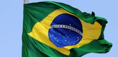 Drapeau brésilien hissé sur mat