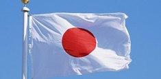 Drapeau japonais hissé sur mat