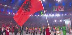 Drapeau albanais aux jeux olympiques