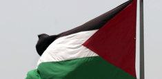 Drapeau palestinien hissé sur mat