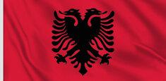 Skanderberg et le drapeau albanais à Tirana